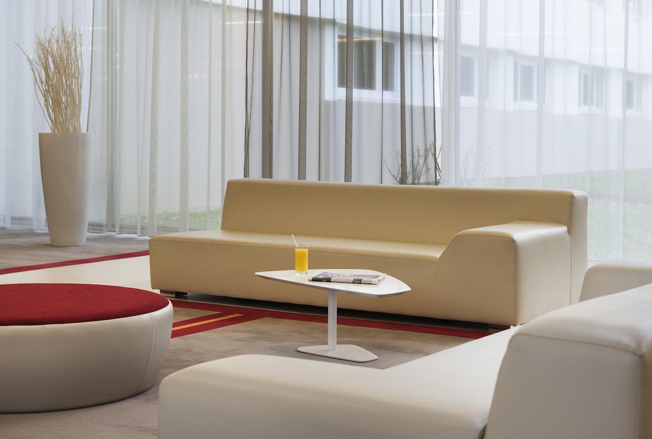 Otel Mercure Paris Le Bourget Aeroport (Fransa Le Blanc ... tout Salon De Jardin Blanc Design