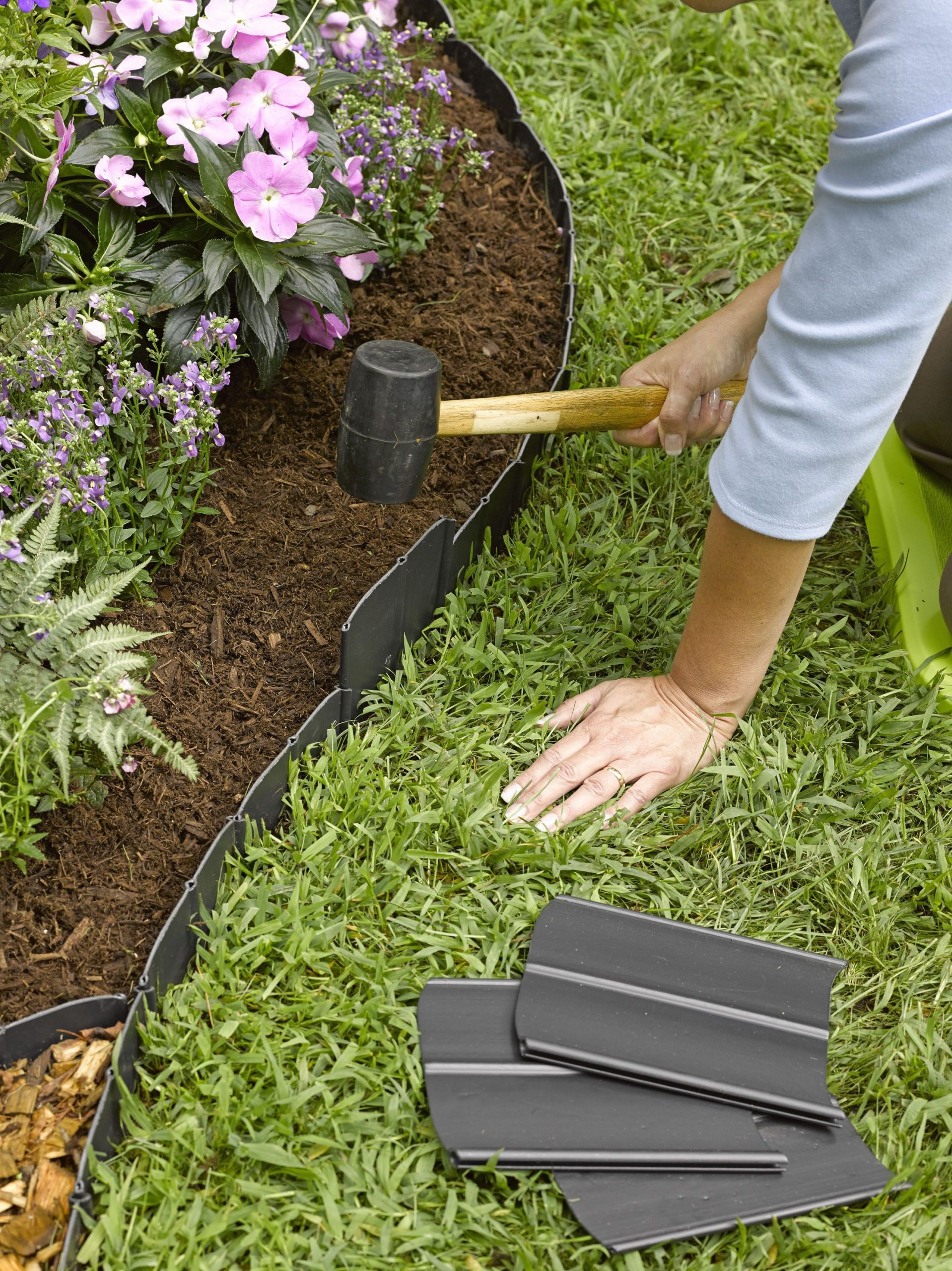 Pound-In Landscape Edging | Plastic Lawn Edging | Gardeners ... avec Bordure Jardin Plastique