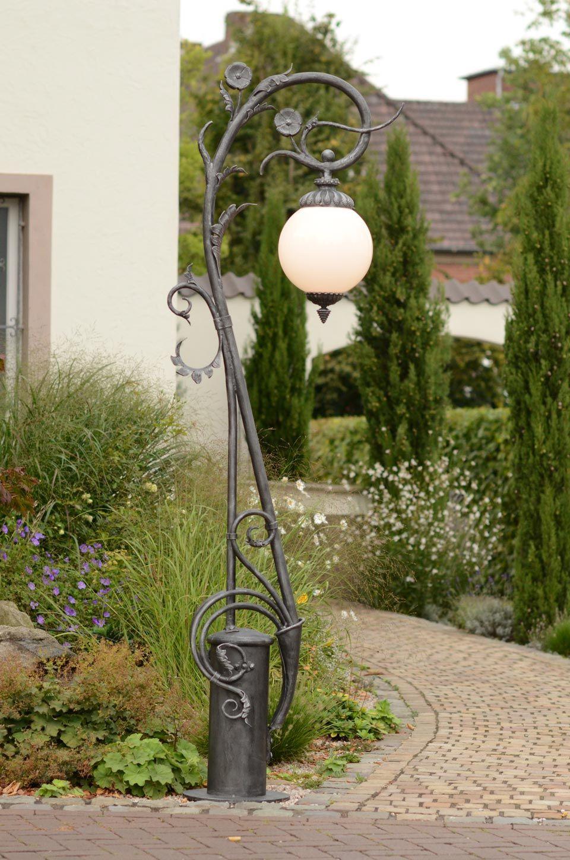 Réverbère Finition Fer Naturel Et Verre Opale | Lampadaire ... tout Lampe Pour Jardin Exterieur