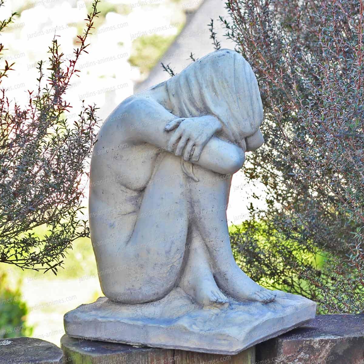 Sculpture Femme Décorative En Beton concernant Statuette De Jardin