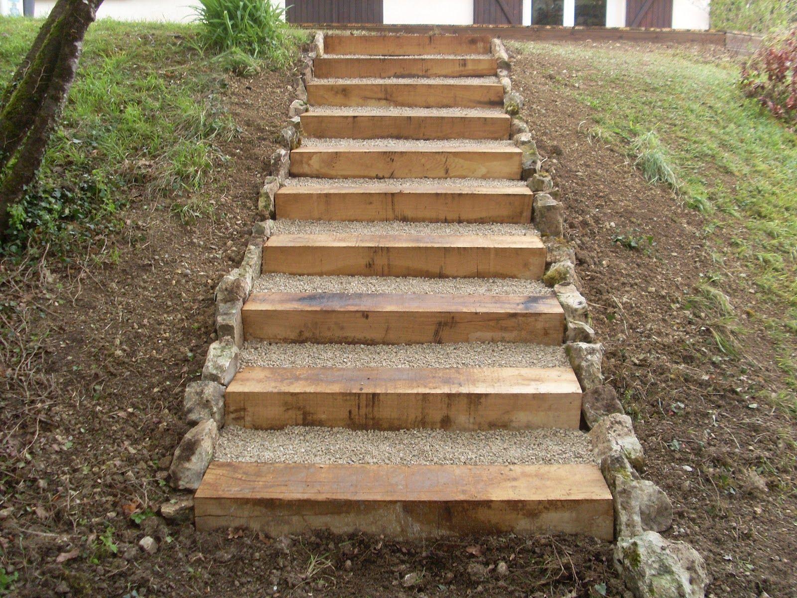 Terrasse En Bois Et Escalier En Traverse Bois | Traverse ... avec Traverse Bois Jardin