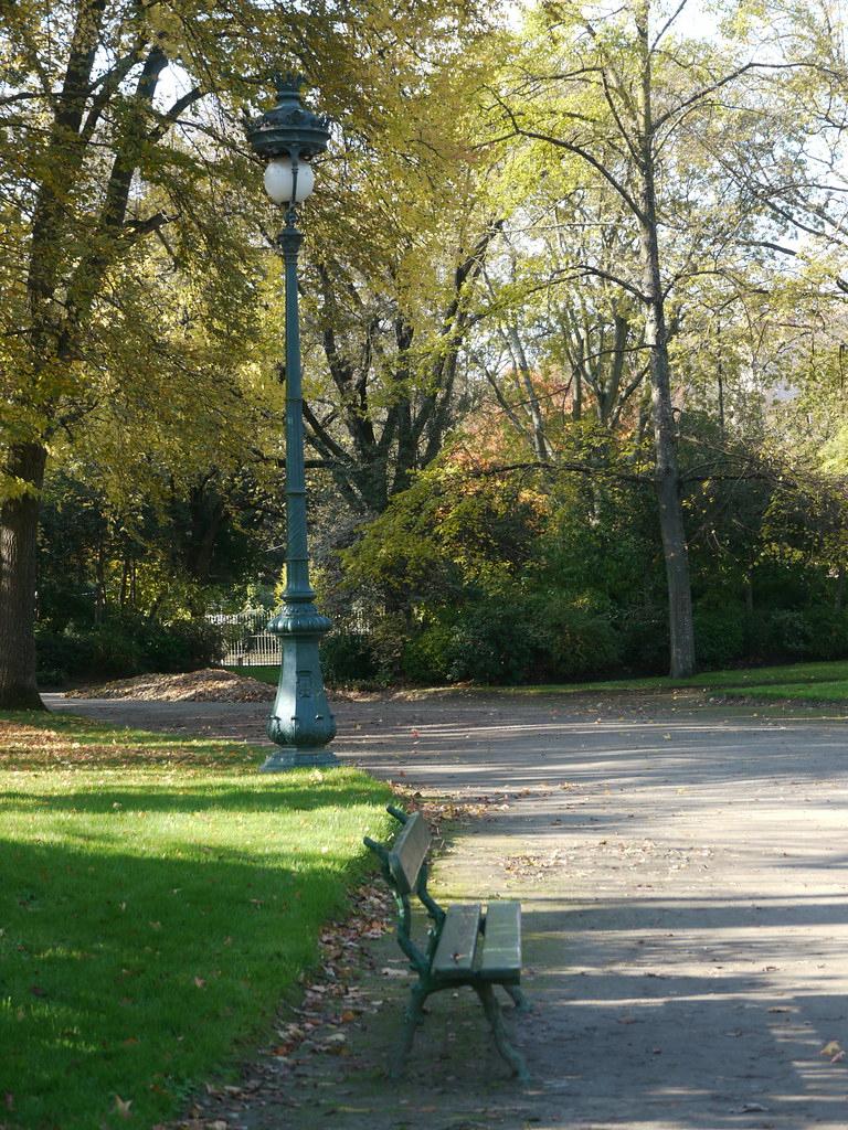 Toulouse, Haute-Garonne: Jardin Du Grand-Rond, Le Banc Et ... intérieur Banc De Jardin Rond