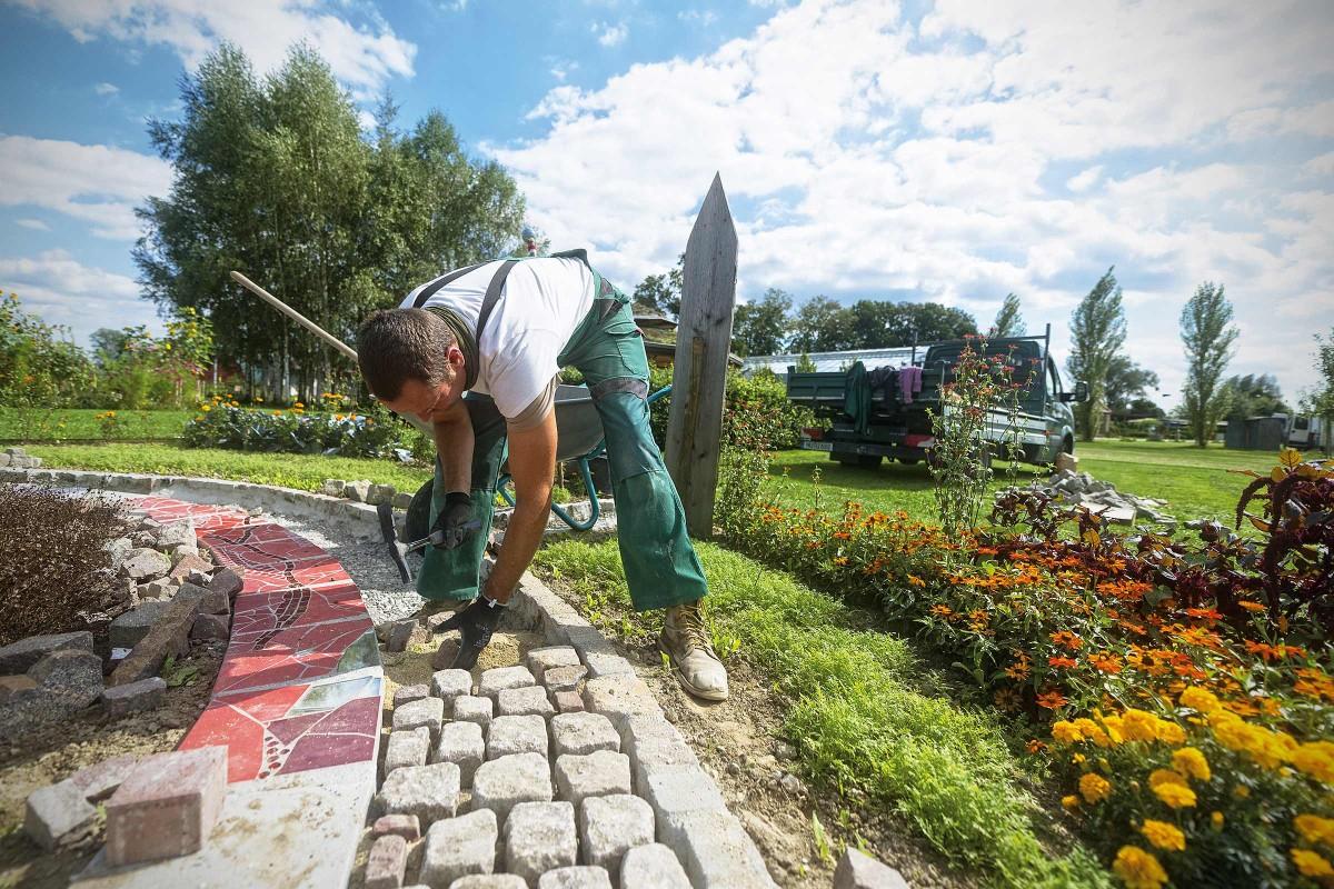 Travaux Dans La Cour Et Le Jardin | Services De Hornbach ... encequiconcerne Hornbach Jardin