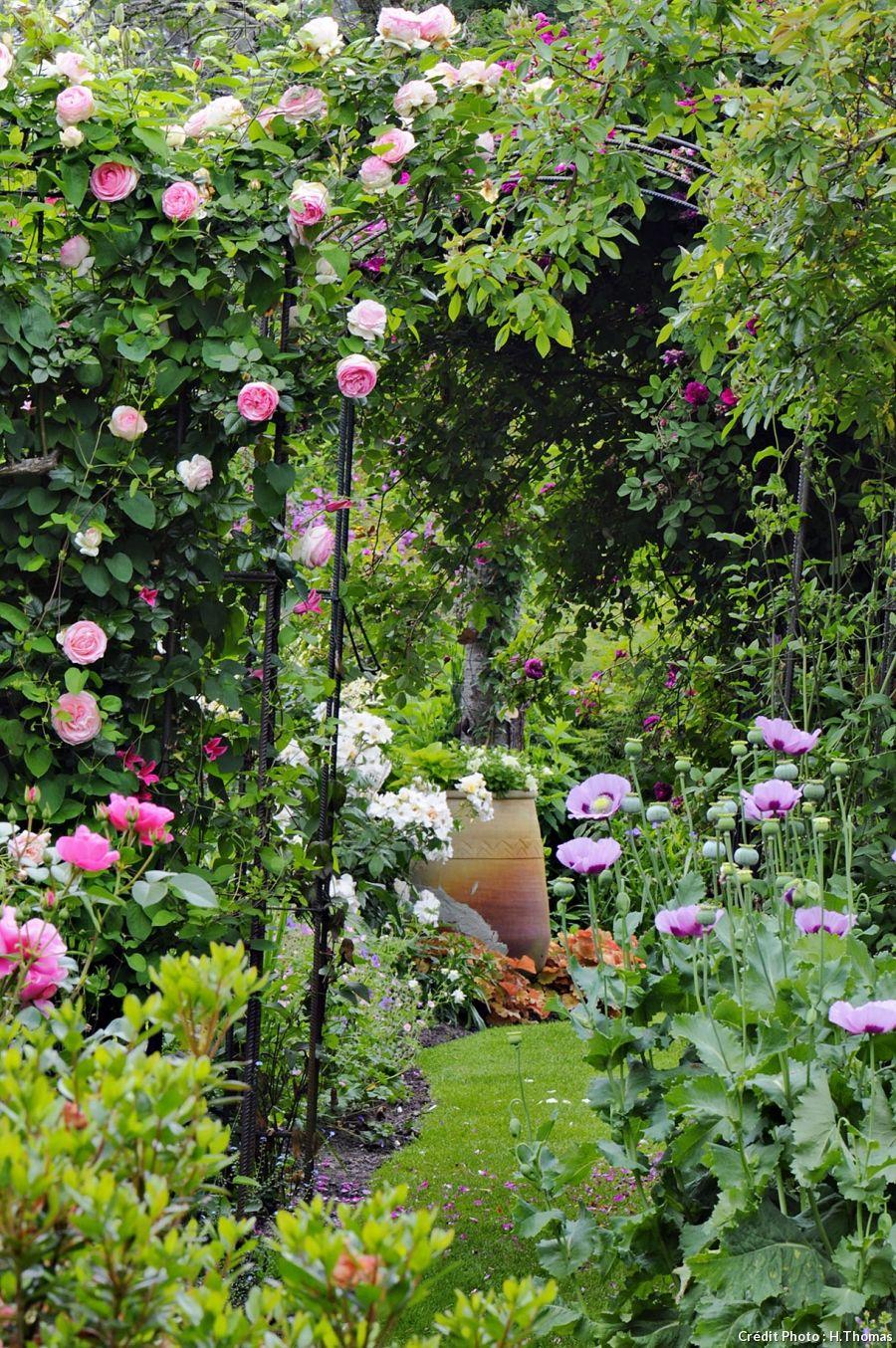 Un Jardin De Roses Et De Vivaces Dans Les Landes   Aménager ... intérieur Detente Jardin