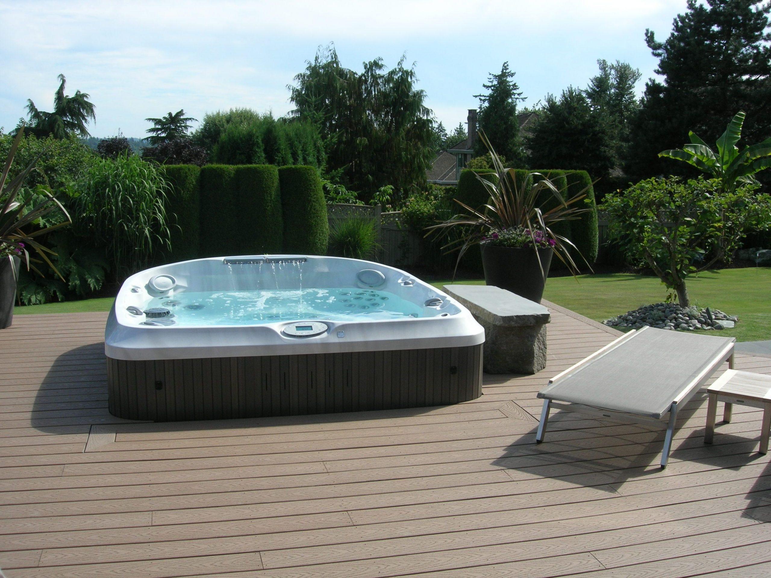 Un Spa Jacuzzi® Semi-Encastré Dans Une Terrasse En Bois #spa ... concernant Jacuzzi Pour Jardin