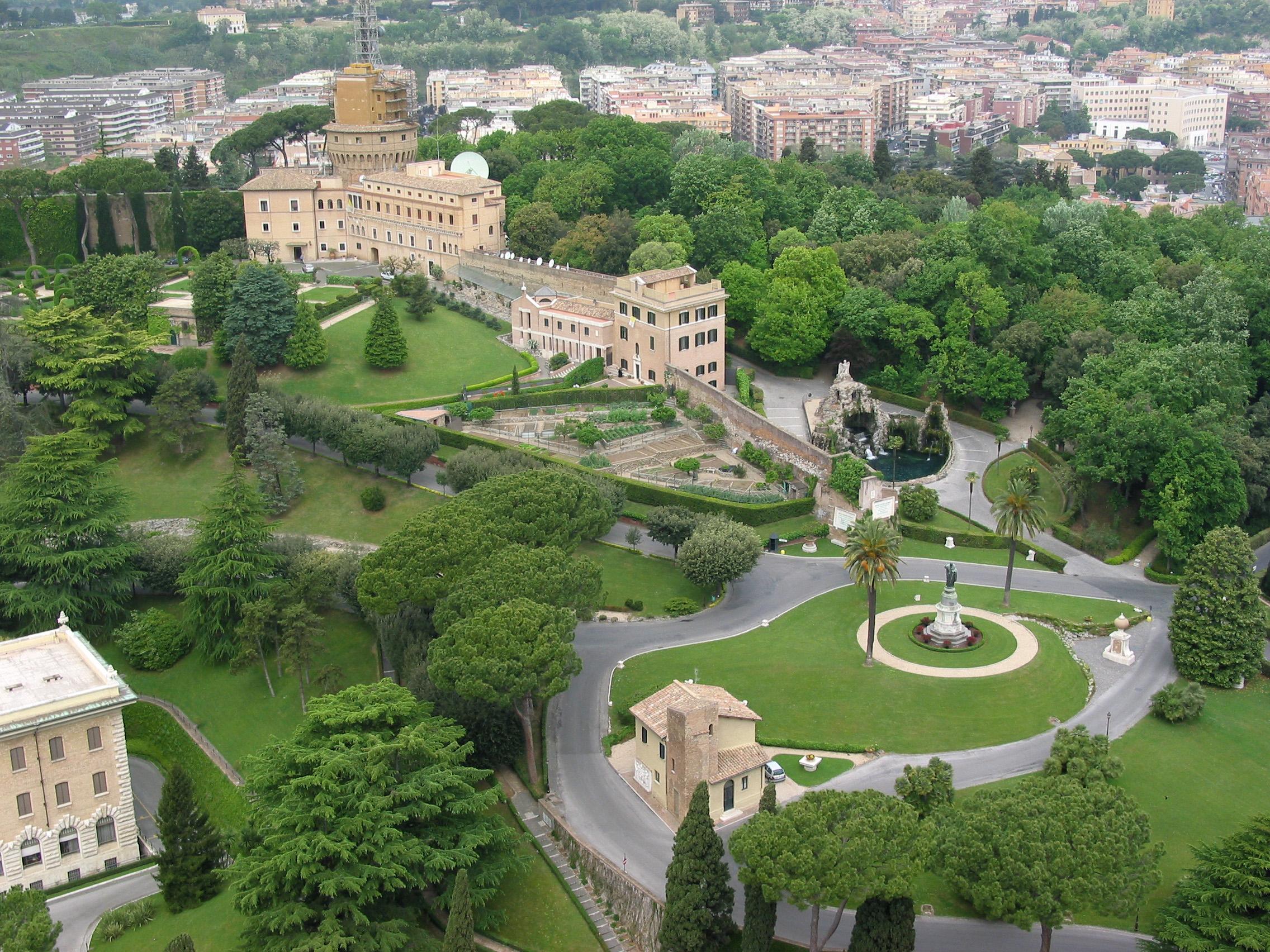 Vatican Gardens On Freemages encequiconcerne Jardin Du Vatican