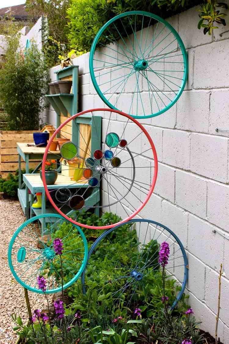 Vélo Déco Jardin En 20 Idées À Copier De Toute Urgence ... dedans Decoration Murale Pour Jardin